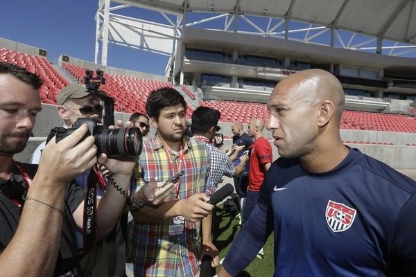 El portero estadounidense Tim Howard atendió ayer a los medios en el estadio Río Tinto, en Salt Lake, sede del juego eliminatorio ante Honduras.   AP