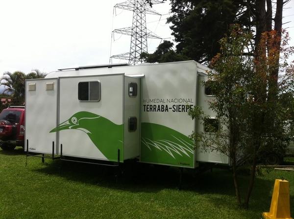 """La nueva unidad móvil ya se encuentra en funcionamiento en el humedal Térraba Sierpe. Durante los operativos, este vehículo funciona como """"casa de guardaparques"""".   CORTESÍA DE CONSERVACIÓN OSA"""