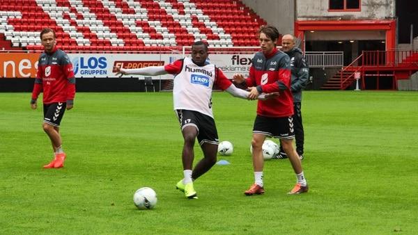 Mynor Escoe se entrenó con el Brann el jueves y viernes, donde fue observado por el equipo técnico del club. Al final el jugador no se convertirá en legionario, al menos con el Brann.   FACEBOOK DEL BRANN
