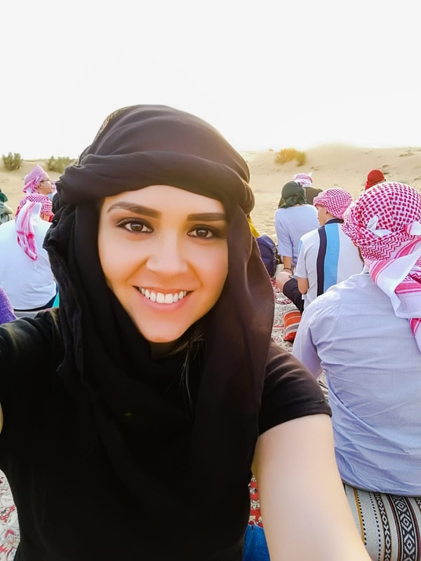 La tica María Ligia Sánchez Vega en un paseo por el desierto en Dubái.
