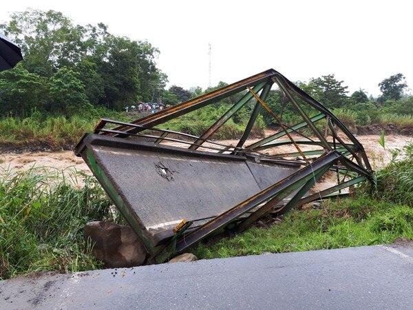 5/10/17 Puente General Viejo. Entre el distrito de General Viejo y San Isidro, colapsó en octubre anterior.