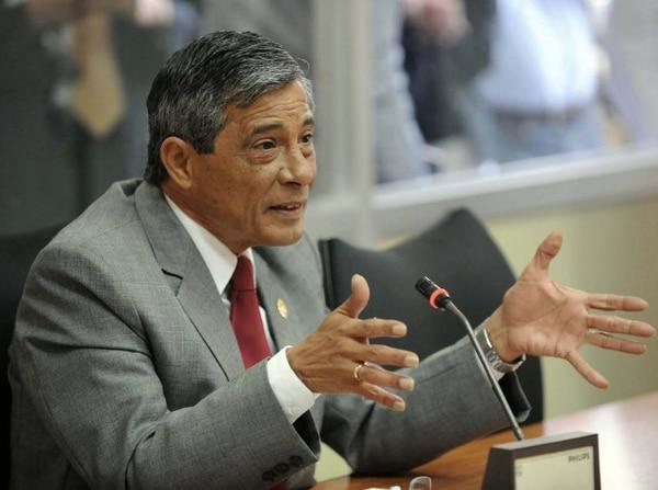El fiscal general, Jorge Chavarría, debe determinar si la denuncia por incumplimiento de deberes en contra de la presidenta Laura Chinchilla se debe elevar a acusación, o no. | ARCHIVO.