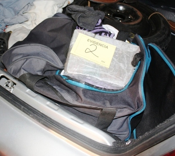 En este maletín había ¢28 millones. Estaba en la cajuela del auto. | OIJ PARA LN