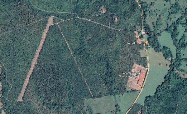 En este mapa la antigua pista de aterrizaje Palo de Arco se observa a la izquierda. Esto es en la localidad de la Y Griega de Nandayure, Guanacaste.