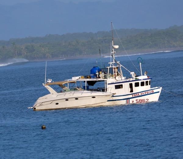 Las dos embarcaciones Dont Worry y José Antonio I quedaron decomisadas a la orden de las autoridades judiciales de Quepos. Foto MSP.