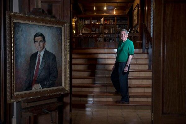 Óscar Arias Sánchez en su casa localizada en Rohrmoser, Pavas, durante una entrevista con 'La Nación' como parte de los reportajes de personajes del año del 2017. Foto Mayela López.