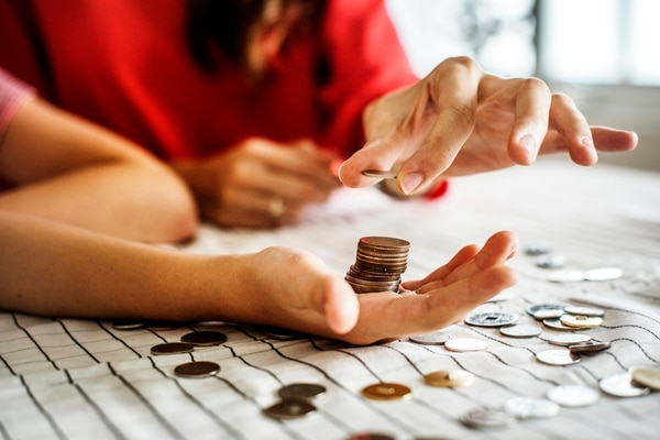 La ABC recomienda, para crear el hábito de ahorrar, separar siempre una cantidad mensual de su ingreso, sin importar lo poco que sea. Foto: Archivo.