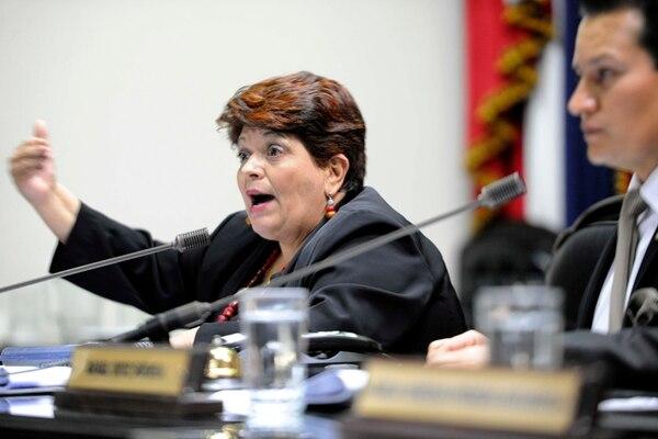 Olga Marta Sánchez, ministra de Planificación, explica a la Asamblea Legislativa el informe sobre empleo público. | DIANA MÉNDEZ/ARCHIVO