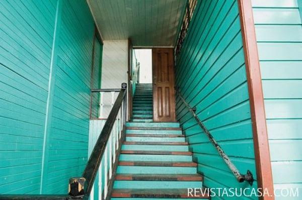 El Black Star Line tiene un estilo muy similar al de otras piezas arquitectónicas de distintas islas del Caribe. La escalera lateral y en el exterior es típica de su estilo: el victoriano inglés. Sin embargo, este se aclimató a las exigencias de la provincia limonense, principalmente gracias a su estructura asentada sobre pilotes, que protegían a los visitantes tanto de culebras como de las inundaciones de la indomable región.