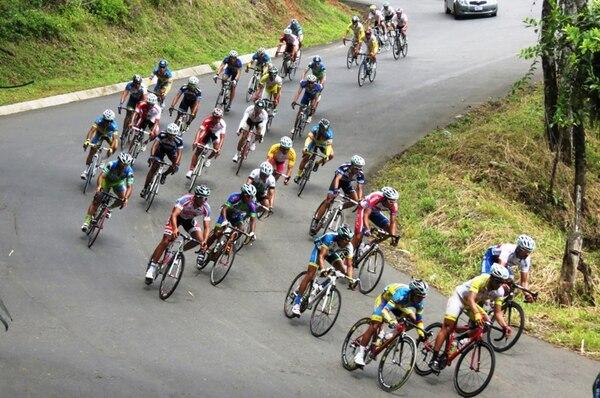La primera etapa de la Vuelta a San Carlos contó con un extenso tramo de ascensos y descensos por las características del terreno. La ruta fue de Ciudad Quesada a Puerto Viejo de Sarapiquí y viceversa. | EDGAR CHINCHILLA
