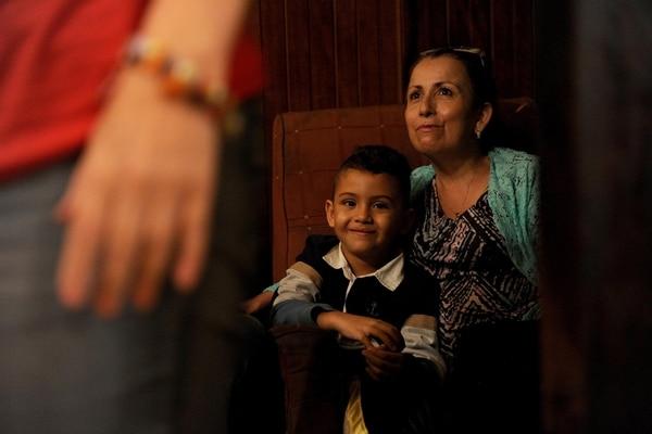 Los niños | TAMBIÉN DISFRUTARON DE LAS TERTULIAS A DOMICILIO. UNO DE ELLOS FUE SEBASTIÁN DELGADO, QUE LLEGÓ CON SU ABUELA ÁNGELA CASTRO. M. FERNÁNDE
