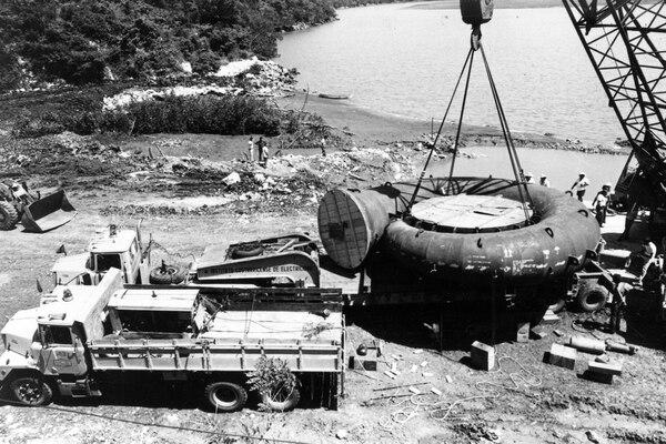 La inauguración de la planta Arenal se realizó el 9 de diciembre de 1979, durante la administración de Rodrigo Carazo Odio. Foto: ICE para LN