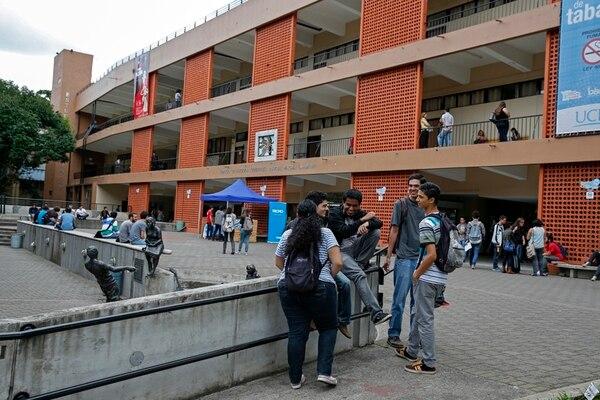 En el 2014, unos 20.210 estudiantes de la UCR recibieron una beca socioeconómica. De ellos, el 76% proviene de hogares en pobreza y pobreza extrema, según la Oficina de Becas. | FOTO CON FINES ILUSTRATIVOS/MAYELA LÓPEZ.