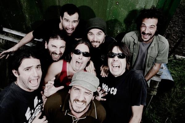 La Vela Puerca se formó en 1995 en Montevideo.