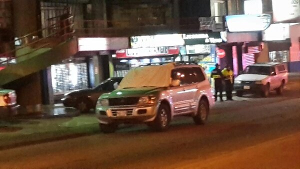 La pareja quedó sin vida dentro del vehículo. Pese al operativo todavía no hay detenidos.