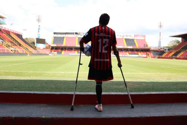 El 9 de diciembre, John Gómez cumplirá 6 años de haberse amputado la pierna derecha. Fotografía: Joel López