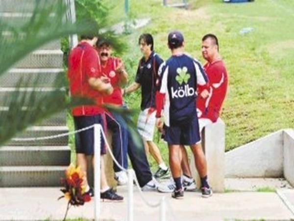 El jugador Bryan Ruiz estuvo en constante examinación médica para medir el progreso de su lesión. | ARCHIVO