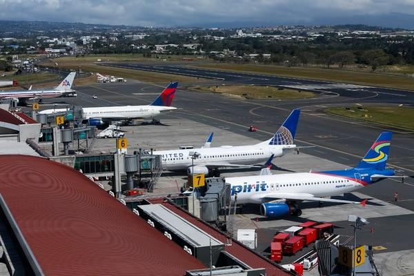 El sector turismo público y privado coincide en que para la atracción de aerolíneas y, con ello, más viajeros a Costa Rica, es fundamental contar con la exoneración del impuesto a los combustibles.   JORGE ARCE/ARCHIVO