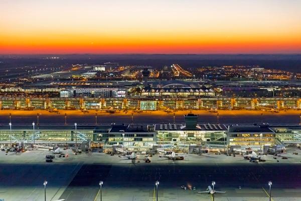 El actual aeropuerto de Múnich se fundó en la década de los 90 y es uno de los más ocupados de Europa: en el 2017 vio pasar a 44 millones de viajeros. Cortesía: Aeropuerto Internacional de Múnich-Franz Josef Strauss