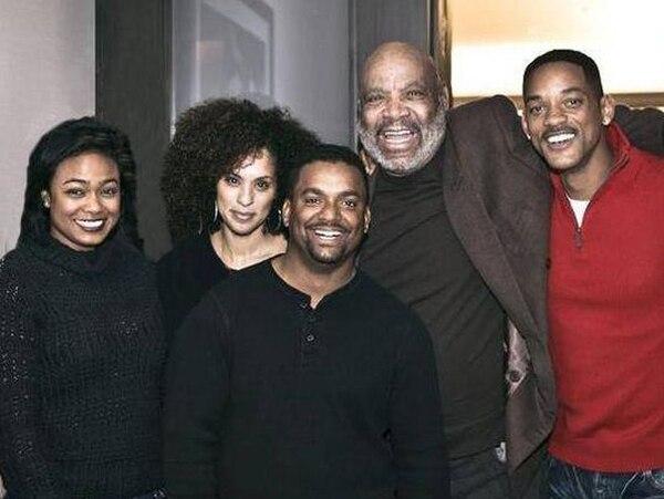Will Smith compartió en redes sociales esta imagen del último encuentro de él con Avery, Alfonso Ribeiro, Karyn Parsons y Tatyana M. Ali (derecha a izquierda)   FACEBOOK.