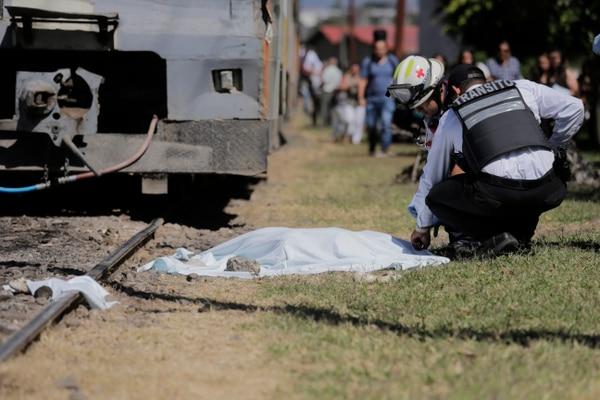 El cuerpo de la mujer quedó a un lado de la línea férrea, a unos 20 metros del sitio en el cual se produjo el atropello.