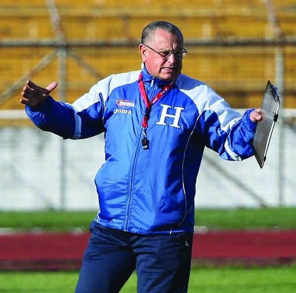 El técnico mexicano Juan de Dios Castillo en uno de los entrenamientos con la selección de Honduras.