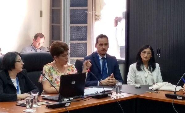 La contralora general, Marta Acosta Zúñiga, este martes en la Comisión de Económicos de la Asamblea Legislativa / Juan Fernando Lara para LN.