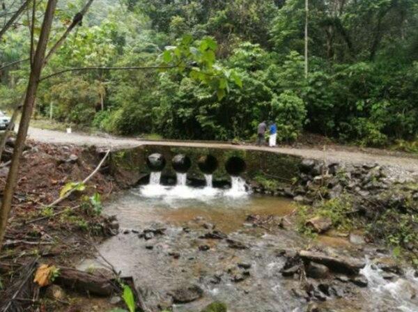 El puente antes de ser demolido, según la denuncia. Foto: Reproducción