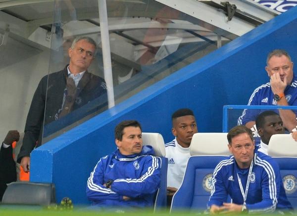 José Mourinho muestra su desazón por la derrota del Chelsea ante el Southampton