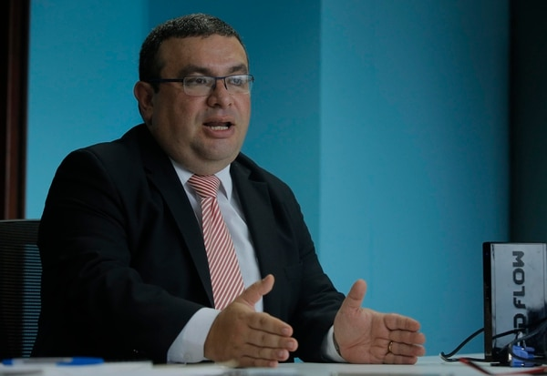 El exviceministro de Hacienda, Fernando Rodríguez, recalcó que propuestas como la de prohibir la deducción de renta por asimetrías híbridas pretende cerrarle portillos a la elusión fiscal del sector empresarial. Foto: Mayela López