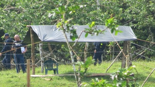 Las autoridades realizaron una revisión minuciosa en la finca, pues en el video aparecían armas de fuego que no aparecen. Foto: Edgar Chinchilla.