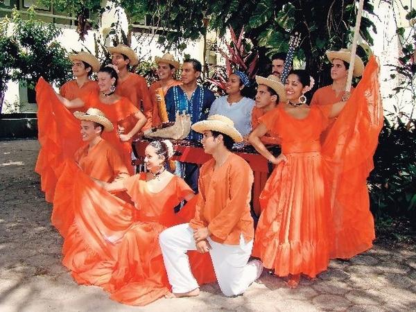 Grupo de danza Huanacaxtle. | ARCHIVO
