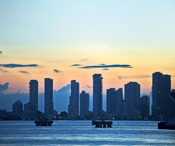 En su partida de Cartagena de Indias, así se ve la ciudad desde la cubierta del ferry . fotografía Alonso Tenorio
