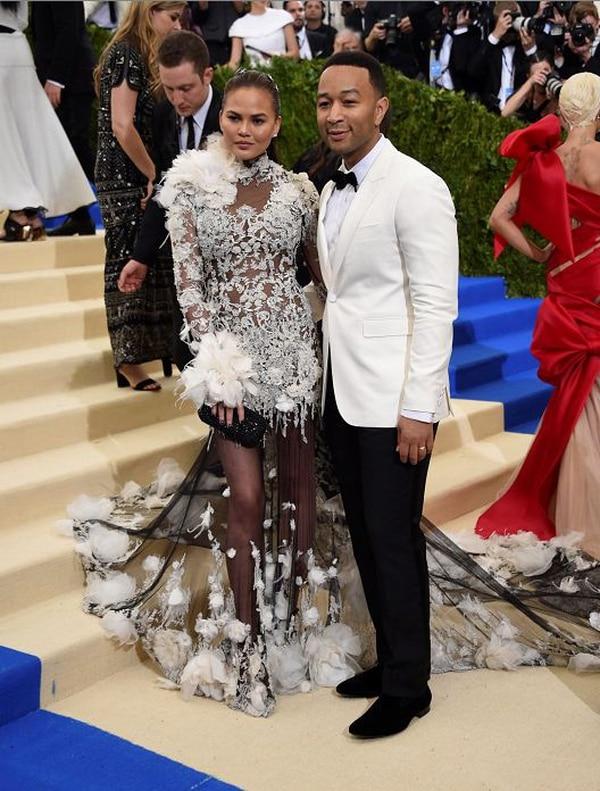 Chrissy Teigen y John Legend, reina y rey del Twitter anti-Trump y de la Met Gala.