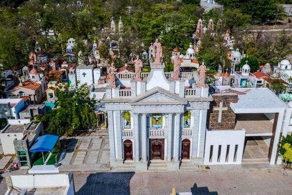 Este es el cementerio Jardines del Humaya, donde sepultan a los capos del narcotráfico, en Culiacán, México.