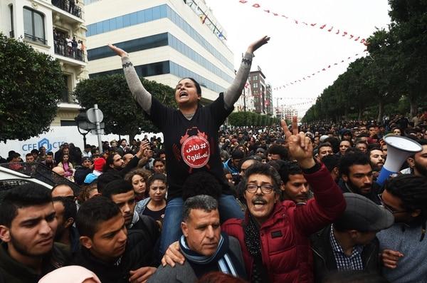 Más de 200 detenidos en protestas contra recortes en Túnez