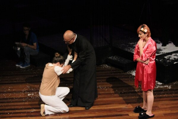 Claudia Catania,Jose Arceyuth y Priscilla Gutiérrez aparecen en