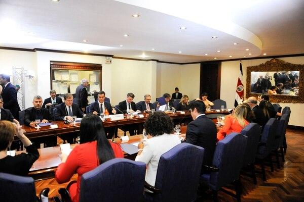 Después de un encuentro privado entre los mandatarios, las delegaciones sostuvieron una reunión. Fotografía: Alejandro Gamboa Madrigal.