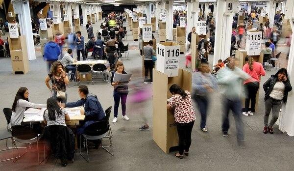 El izquierdista Gustavo Petro es elegido candidato presidencial en Colombia