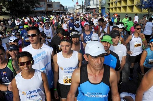 La versión en Cartago de la carrera San Silvestre convocó a cientos de participantes.