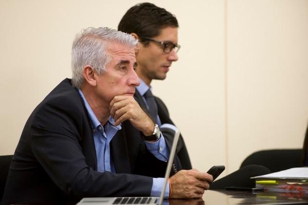 Miguel Carabaguíaz, exjerarca del Instituto Costarricense de Ferrocarriles, asistió ayer al Tribunal Contencioso Administrativo a la audiencia en la que las partes involucradas expusieron sus conclusiones. | L. NAVARRO