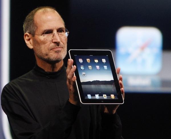 En 2010, Steve Jobs presentó el iPad, 27 años después de haberlo imaginado. | AFP.