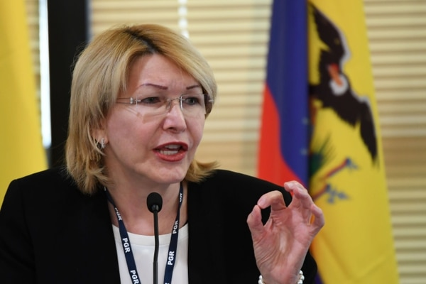 La exfiscala Luisa Ortega, una de las principales críticas del presidente Nicolás Maduro, invitada por el fiscal general de Brasil, Rodrigo Janot, habló durante una conferencia con representantes de la alianza comercial regional latinoamericana Mercosur, en Brasilia, el 23 de agosto de 2017.