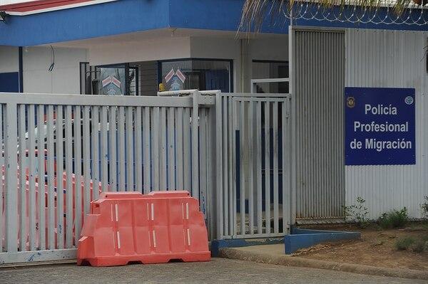 El Centro de Aprehensión Regional Central (CARC), queda ubicado en Los Lagos de Heredia. Ahí se hallaron 14 casos positivos de covid-19 el 5 de mayo, entre inmigrantes indocumentados que permanecen en ese lugar en espera de ser repatriados. Foto: Jorge Navarro