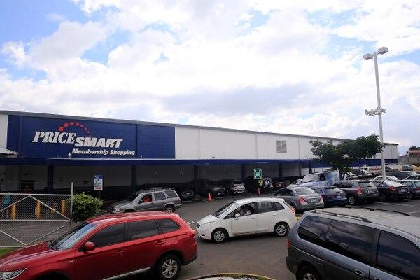 PriceSmart es una cadena de almacenes que opera por membresía. En la imagen, el establecimiento en Tibás. Foto: Rafael Pacheco