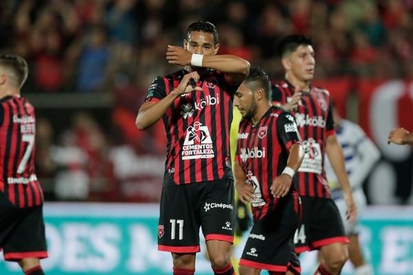 Ariel Lassiter es uno de los jugadores que podría salir de Alajuelense al extranjero. Foto: José Cordero