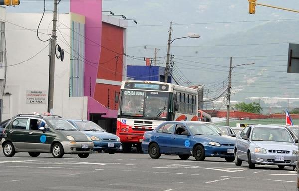Hoy, cada vehículo autorizado para el Servicio Especial Estable de Taxi (Seetaxi) debe portar una calcomanía que lo identifique. | ARCHIVO
