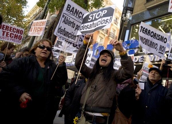 Una protesta, en noviembre de 2012, en Madrid contra los desahucios de quienes debían hipotecas. | AFP