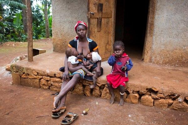 Carole Joseph con sus hijos en Oraiani, Haití