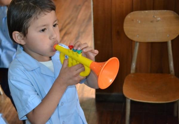Desde preescolar, la música en las aulas favorece el desarrollo de destrezas lingüísticas y habilidades blandas, como el trabajo en equipo.